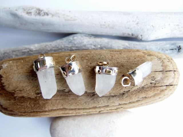 šviesos lašelis, baltas žiedlapis (vnt)